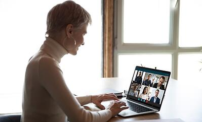 Female employee having a video conference with colleagues from the safety of her home | Varay Managed IT, San Antonio & El Paso
